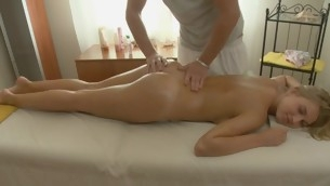 Lover gives pleasurable oral coition after getting oil massage